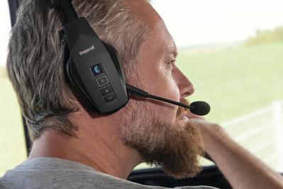 Actionbild-BlueParrot-B550-XT-Headset-Fahrer