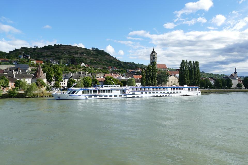 Actionbild-Flusskreuzfahrt