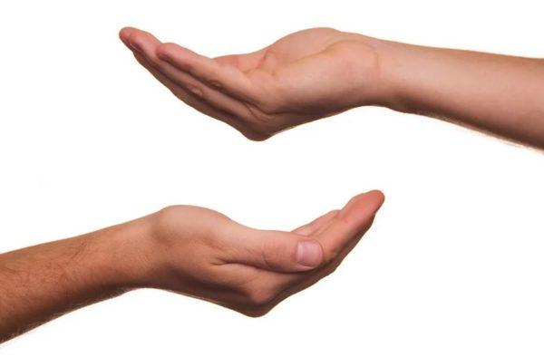 Actionbild-Haende-Spenden