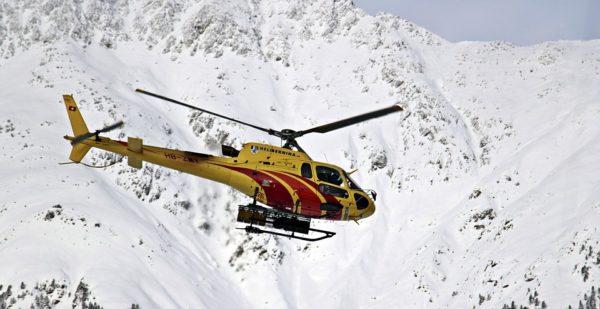 Actionbild-Helikopter-Flugrettung-Notarzt