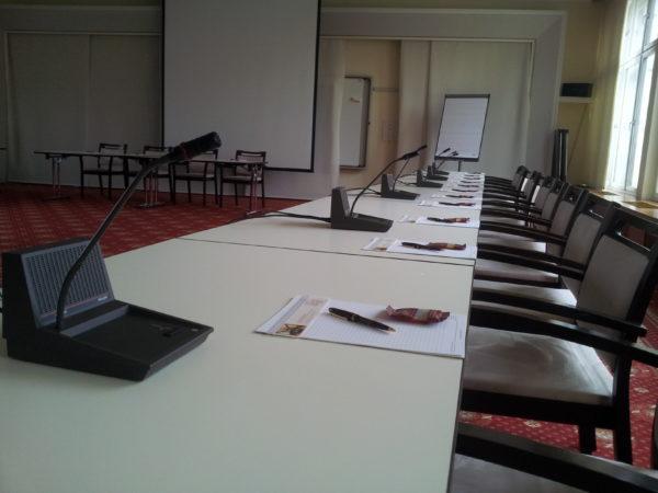 Actionbild-Konferenzanlage