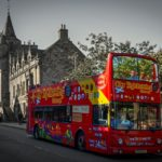 Actionbild-Stadtfuehrung-Bus-Sightseeing-Touristen