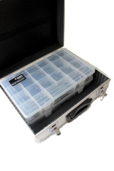 Alukoffer-klein-mit-Ohrhoererboxen