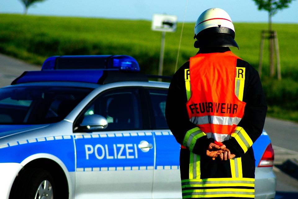 Polizei-Feuerwehr-Actionbild